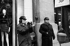 Bell Ringers in front of Macy's (Formerly Marshall Field's) in downtown Chicago - EOS 3 on BW400CN Film (Andre's Street Photography) Tags: christmas xmas downtown salvationarmy macys chicagoloop statestreet marshallfields holidayspirit bellringers holidaygiving holifayseason
