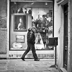 (laureabarca) Tags: street bw blackwhite noiretblanc venise venezia italie passant formatcarr photourbaine