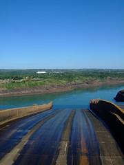 DSCF6041 (JohnSeb) Tags: brazil paraná brasil río river power dam fiume rivière paraguay fluss powerstation iguazu iguazú itaipu 河流 iguaçu rivier johnseb 川 southamerica2012