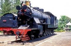 F10 15  Jakarta  22.08.95 (w. + h. brutzer) Tags: analog train nikon eisenbahn railway zug trains f10 steam jakarta indonesian indonesien lokomotive eisenbahnen pjka dampfloks webru