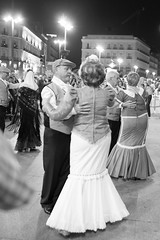 Madrid y los Madrileos XIV: Dancing through the night (Natalie_2105) Tags: world madrid street camera city souls lens photography spain flickr moments fotografie faces scene best explore espana stadt natalie spanien 2014 23mm strassenfotografie flickrriver schleutermann scrout