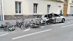 2015-06-15 Paris - Motos et  voiture incendies - 59 rue de l'aqueduc (P.K. - Paris) Tags: paris france june fire juin voiture moto violence incendie 2015 inscurit criminel