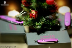 victorinox-julegave-ideer-schweizerknive-2016 (nyttigbras) Tags: xmas xmas2016 ideas gifts victorinox christmas tree christmas2016 inspiration purple knives limited wish wishes tips fashion design style alox macro blades schweizerknive lommeknive foldeknive