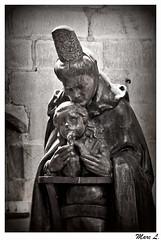 Chut ... (marc.lacampagne) Tags: priere eglise mre enfant sculpture statue bois bretagne