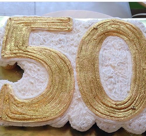 23-polkatots cupcake cakes