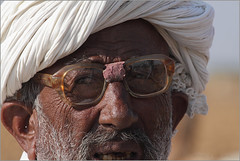 frame, kutch (nevil zaveri (thank you for 10 million+ views :)) Tags: zaveri people rabari nomad kutch kutchchhi gypsy portrait roadside india kuchchh gujarat photography photographer images photos blog stockimages photograph photographs nevil nevilzaveri stock photo vagadia man men mobile old turban glasses closeup mended face