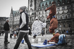 Zero Gravity (Simon Fataal) Tags: hamburg city stadt deutschland germany zero gravity art artist public trick magic zauber people place platz rathaus cityhall market menschen ffentlich