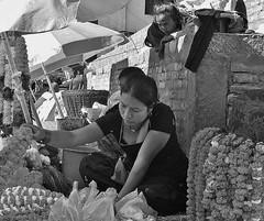 NEPAL, Kathmandu - unterwegs in der Altstadt, 15027/7660 (roba66) Tags: nepal menschen people market markt reisen travel explore voyages urlaub visit roba66 asien südasien asia city stadt capitol kathmandu blackwhite bw sw branco negro blackandwhite blancoenero blancoynegro monochrome byn bretoebranco einfarbig schwarzweis streetsene strasenszene aufdenstrasen frau frauen woman