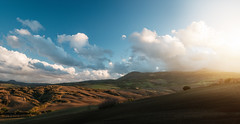 Sunset Over Clouded Monte Amiata (Philipp Klinger Photography) Tags: italien november autumn trees light sunset shadow sky