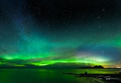 Aurora, Mosken og Melkeveien (tomviktor) Tags: norway norge nikon norwegen lofoten auroraborealis d600 vry amazin