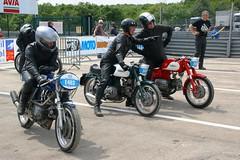 Les Aermacchi-HD se sont regroupes en prgrille (Mtisse 350TV 1968_E463, 250 Ala Verde 1962_E419 & 250 Ala Azzura 1964_E418) ! (Cdric JANODET) Tags: honda scott gg baker dijon alba indian vincent cte norton harley motorbike triumph moto bmw motorcycle yamaha ago hd saul cz suzuki braun spencer ducati davidson circuit bourgogne jawa fau seeley kawasaki aermacchi laverda guzzi ajs bsa motorrad cml urs knig 2014 rickman egli morini godet kreidler benelli terrot lgende agostini ragot motobcane rigal coupes motoconfort prenois cecotto genoud godier dor dijonprenois sarron monneret mliand