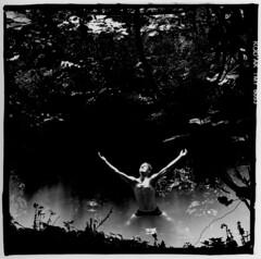 Marais Poitevin - Svre Niortaise (79) (aRGeNTiC yeaRS) Tags: didierhubert didierhubertphotographe photographie europe france deuxsvres missioninterministrielledesgrandstravauxdefranoismitterrand maraispoitevin marais everglade eau water niort humain homme rivire river bain baignade swamp svreniortaise