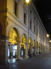 2016.09.07.028 BOLOGNE - arcades de la Via dell'Archiginnasio (alainmichot93 (Bonjour  tous)) Tags: 2016 italie italia emilieromagne bologne bologna architecture palais palzzo palace rue via arcades viadellarchiginnasio nuit illuminations