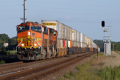 BNSF 4505 (dan mackey) Tags: bnsf burlingtonnorthernsantafe westbound perham perhamminnesota intermodal
