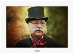 Xmas time.... (Zino2009 (bob van den berg)) Tags: dickensdeventer deventer 2015 man costume old beard age expression roleplay centre xmas christmas december hometown