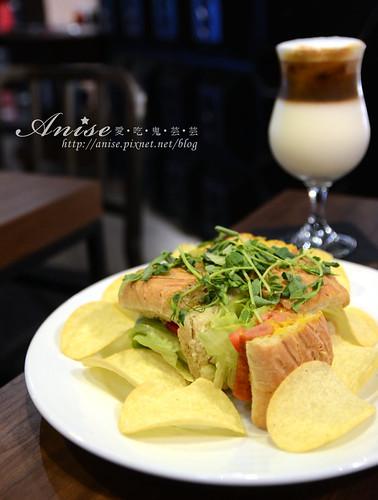 stayreal cafe_026.jpg
