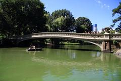 IMG_2617Central Park (Reietto) Tags: usa ny newyork water canon eos pond centralpark 7d bowbridge statiuniti