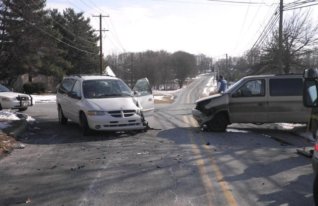 crash accident pennsylvania pa dodge caravan van wreck collision mechanicsburg dfirecop upperallen