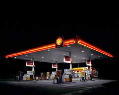 Shell, Hook (Dan Parratt) Tags: mamiya film night mediumformat photography kodak garage shell gas gasstation uca iso 400 resolution petrol ruscha fuel farnham consumption petrolstation forecourt rz67 edruscha royaldutchshell mamiyarz67 finalmajorproject twentysixgasolinestations universityforthecreativearts 26gasstations 26gasolinestations twentysixgasstations