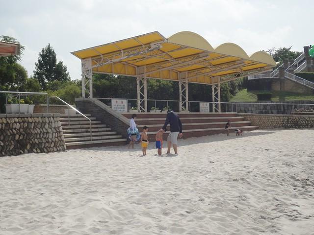 ここには大きなプールが3つあるのですが、各プールの前にこの。|サンビーチ日光川