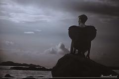 Buscando o ceo (amaurea2310) Tags: portrait espaa woman night noche mujer spain model retrato femme modelo galicia galiza fallenangel portraiture noite nuit vigo muller samil ngelcado anxocaido angedessu zoesousa