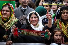 Friedensprozess untersttzen  PKK-Verbot aufheben - 16.11.2013 - Berlin - IMN_5316 (PM Cheung) Tags: berlin apo demonstration trkei polizei proteste kurdistan antifa berlinmitte pkk 2013 calan ernk antifablock kurdendemo abdullahcalan partiyakarkerenkurdistan pmcheung pomengcheung tatortkurdistan yekkom antifagenclikenternasyonal facebookcompmcheungphotography 16112013 friedensprozessuntersttzenpkkverbotaufheben jahrestagpkkverbot freiheitfrabdullahcalan eniyarizgariyanetewakurdistan kurdistansolidarittskomiteeberlin
