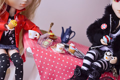 The king and his sweet prince (Cutie Disease) Tags: party white cute punk babies candy time tea fluffy retro cupcake blond memory sweets pullip johan isul tiphona
