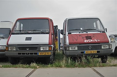 Classic couple / 68 (sanders') Tags: amsterdam twins couple diesel duo utility commerciale renault complementary master commercial pairs delivery mk2 streetphoto spotted 1992 1994 1990s 90s bestelbus streetview lieferwagen ndsm noord ph