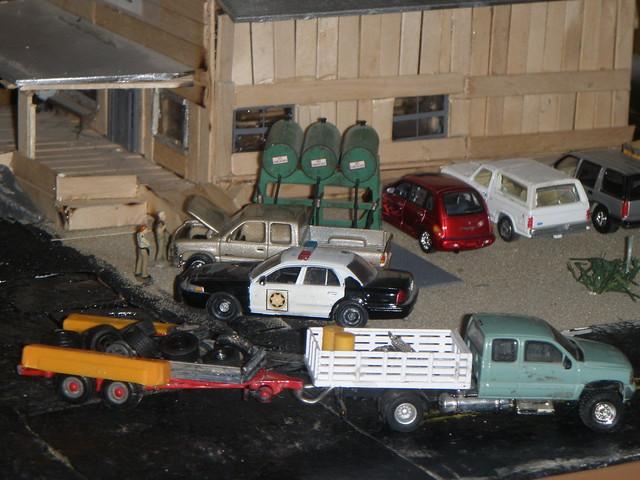 t toy model pickup chevy dioramas diecast fordcrownvictoriapoliceinterceptor 164scale diecastdioramas gmcsierrapickup hoscalefigures silverdroe