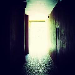 La lumière au bout du tunnel (sergio.pereira.gonzalez) Tags: instagramapp square squareformat iphoneography uploaded:by=instagram xproii sergiopereiragonzalez canon astorga espagne españa spain castillayleon leon