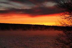 Un lev de soleil sur le lac (Popofort) Tags: levdesoleil paysage soleil brume lac
