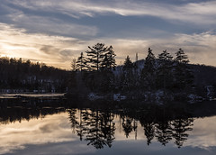 Lac Chevreuils, Laurentides (monilague) Tags: lac lake chevreuil laurentides qubec arbres trees ciel sky nuages clouds nuageux cloudy eau water crpuscule coucher soleil dust sunset sun rflexion reflection contraste automne glace ice couleurs colors soir evening conifre pine frost galce nature
