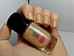 12 meses, 12 esmaltes: OUTUBRO. (Raíssa S. (:) Tags: esmalte unhas nails nailpolish naillacquer glitter nude qdb impala bege