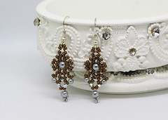 Dhara Earring in Silvery Dark Bronze. (BeeJang - Piratchada) Tags: beadweaving beading beadwork bronze silver silvery grey pearl miyuki earrings earring jewelry handmade