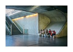 Oriente, Lisboa (Sr. Cordeiro) Tags: oriente estao station espera waiting pausa pause escadas stairs fuji fujifilm x100