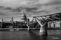 LOTI-102011_312R-BYN_FLK (Valentin Andres) Tags: bw blackwhite blancoynegro byn cathedral london londres milenio milleniums pauls sanpablo st bridge catedral puente