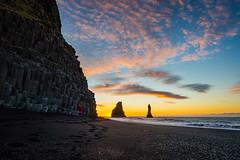 """Oh, c'mon!"" (modesrodriguez) Tags: 2016 iceland islandia landscape paisaje travel viaje reynisdrangar reynisfjara beach blacksand sunrise sunstar people"
