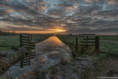 zonsopkomst gouderakse tiendweg 2 (renate-oskam) Tags: sunrise zonsopkomst landschap landscape gouda nature natuur natuurfotografie zon reflection reflectie perspective