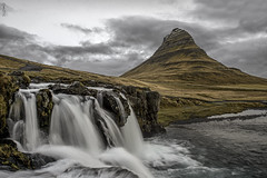 Kirkjufell, Iceland (impodi@gmail.com) Tags: kirkjufell iceland island landscape paisajes cascada foos agua grundarfjrur fiordodegrundar kirkjufellsfoss islandia volcan montaa