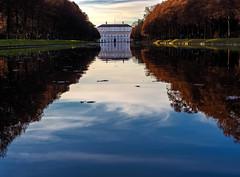Spiegelungen im Mittelkanal (novofotoo) Tags: allee fassade hofgarten mittelkanal neuesschlossschleisheim schloss schlossanlageschleisheim spiegelung castle