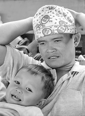 Laos : portraits #14 (foto_morgana) Tags: analogphotography analogefotografie asia blackwhitephotography child childhood daddy doubleportrait ilfordxp2 indochina jeugd jeune jeunesse jong juventud kid laos lightroom monochrome nikoncoolscan outdoor people photographienoiretblanc photographieanalogue travelexperience vuescan young youth zwartwitfotografie