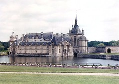 Château de Chantilly (sftrajan) Tags: lake france architecture chapel mausoleum chateau moat montmorency chapelle chantilly oise picardy mausolee condé ฝรั่งเศส châteaudechantilly bourbonorleans франция oisedepartment シャンティイ palaciodechantilly castillodechantilly