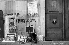paris.... (andrealinss) Tags: street leica blackandwhite bw paris france monochrome analog frankreich streetphotography schwarzweiss leicam6 parisstreet kodak400tmax streetfotografie andrealinss