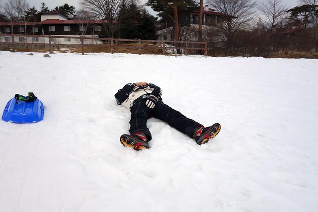 雪の上に寝ると気持ちがいい