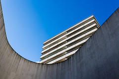 A bras ouverts (fidgi) Tags: blue light sky sun paris building architecture canon concrete soleil lumière line bleu ciel curve lignes béton courbe canoneos5dmk3