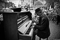 klavierspieler vor anker