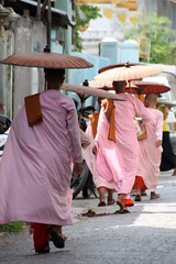 A day in Mandalay (Verte Ruelle) Tags: burma birma yangon myanmar asia urban streetphotography downtown sunday girl girls asian rangoon southeastasia streetlife teenagers teen teenager nuns buddha cute beautiful lovely sweet