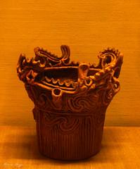 Jomon pottery in London (DameBoudicca) Tags: england inglaterra angleterre inghilterra  britain greatbritain unitedkingdom uk storbritannien vereinigtesknigreich reinounido royaumeuni regnounito  london londres londra  britishmuseum muse museum museo  japan nippon nihon  japn japon giappone pottery keramik poterie terraglia cermica ceramica  jmon jomon jmonjidai   earthenware