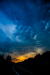Sunset in my street (vale0065) Tags: buiten wolk thunderstorm onweer belgium belgi vlaanderen flanders laakdal vorst collor colour kleur sunset zonsondergang canon 5d markii mark2 lucht street straat storm rain regen blauw blue orange oranje fluffy pluizig pattern patroon altostratusundulatusmammatus