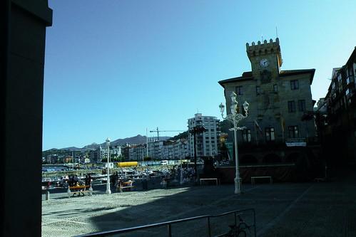 20090822 206 1202 Jakobus Castro Urdiales Hafen Strand Rathaus